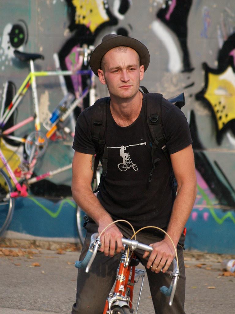 grafitti cycling