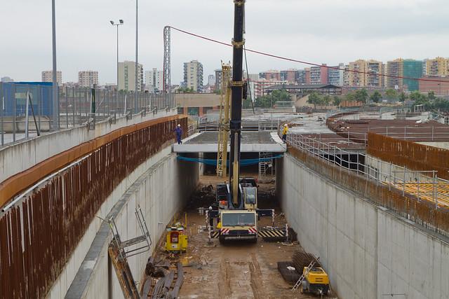 Triangulo Ferroviario - Colocando vigas en vial segregado lado mar - 14-07-11
