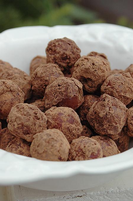 chocolate-grapes