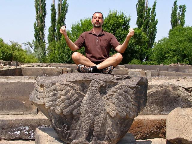 Méditation à Zvartnots, Erevan, Arménie
