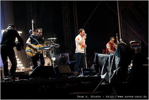 Adriano Batolba (André Tolba), Matt L. Hanson (Martell Beigang), Sasha (Sascha Schmitz) & Phil X Hanson (Felix Wiegand) / Dick Brave & the Backbeats