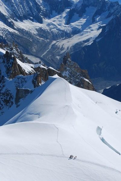 Alpinistas en el macizo del Mont Blanc