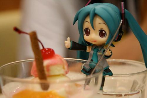 Enjoying ice cream together with Nendoroid ^^