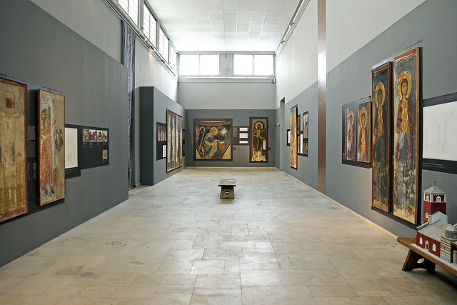 inside the fresco gallery
