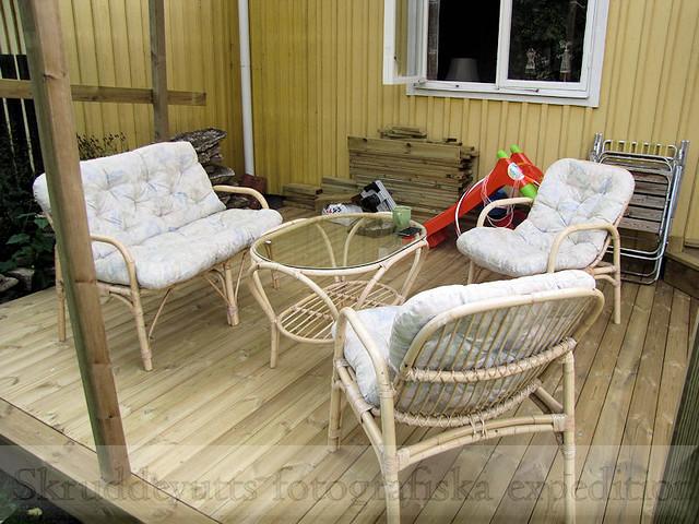 Nygamla möbler