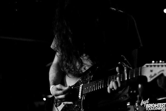 guitar_bw