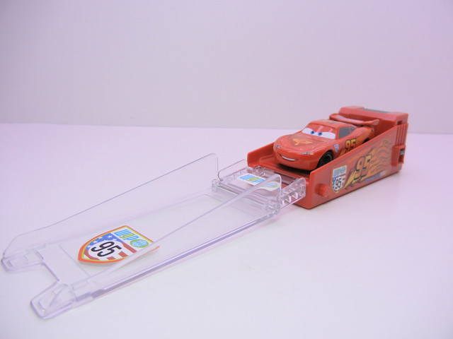 disney cars 2 tomica lightning mcqueen launcher (3)