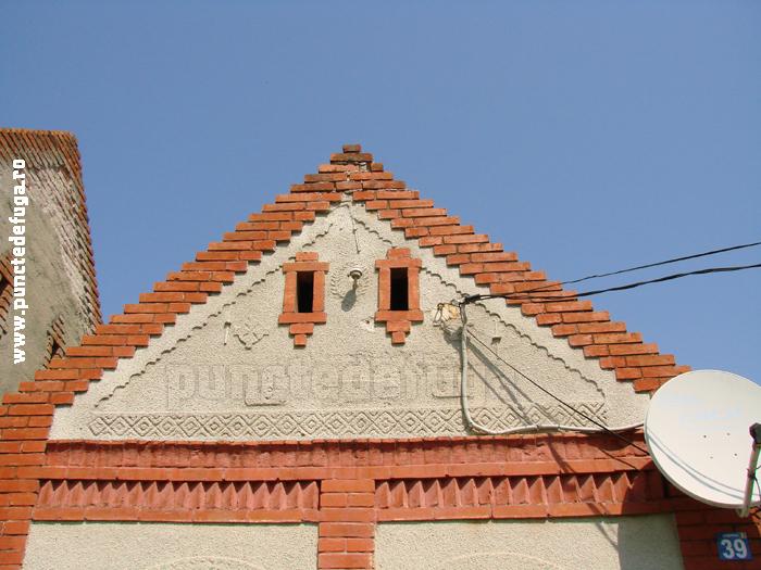 fronton- casa comuna Coşteiu