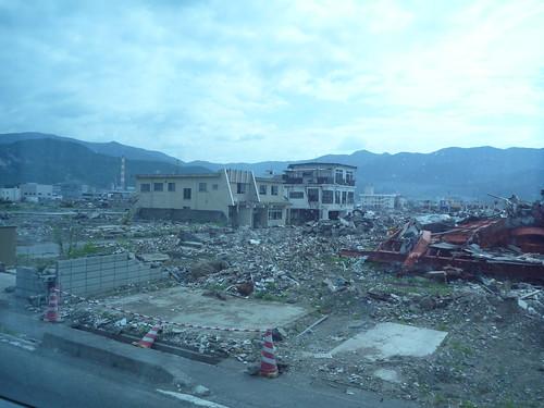 大船渡の中心部へ, 震災ボランティアバス Japan Quake Volunteer Bus to Ofunato, Miyagi pref.