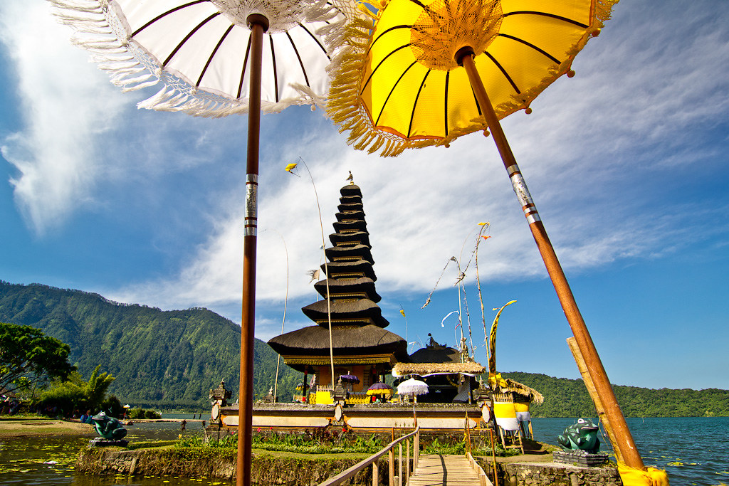 J79 / La Carte Postale : Le Temple Pura Ulun Danu