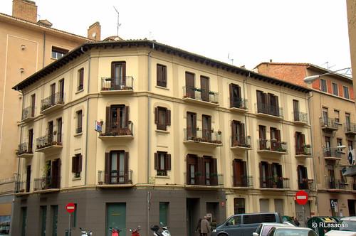 Edificios de viviendas en la confluencia de la calle Amaya y calle Leire.