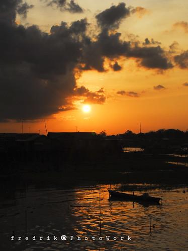 siluet senja pelabuhan rambang palangkaraya