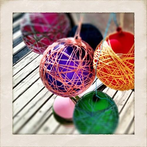 #Yarn + #balloons + #glue = #lampshades!