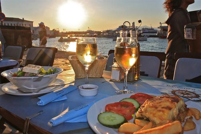 Moussaka et salade grecque, Myconos