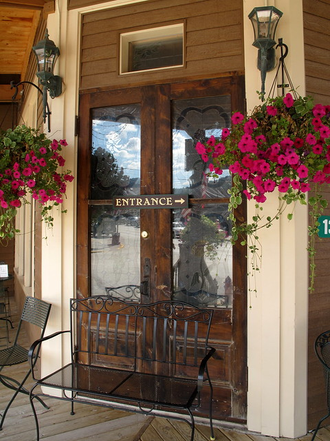 entrance-Alpine Inn