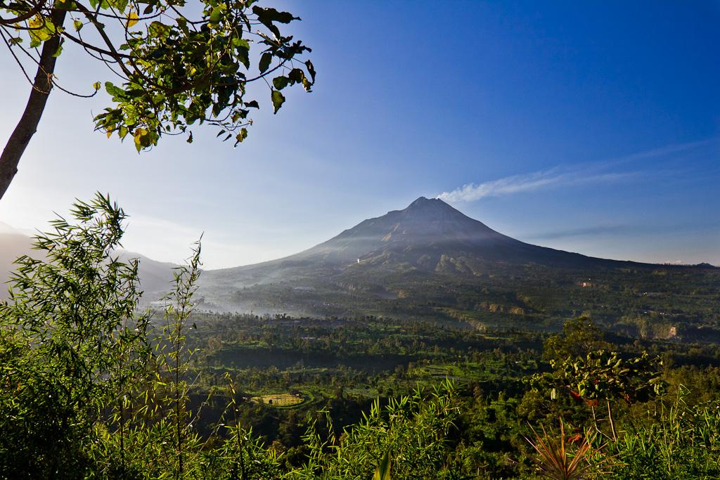 J92 / La Carte Postale : le Mt Merapi