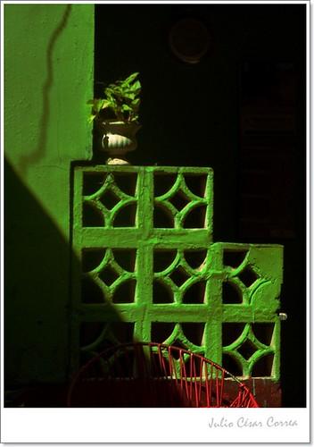 Verde y rojo by Julio César Correa