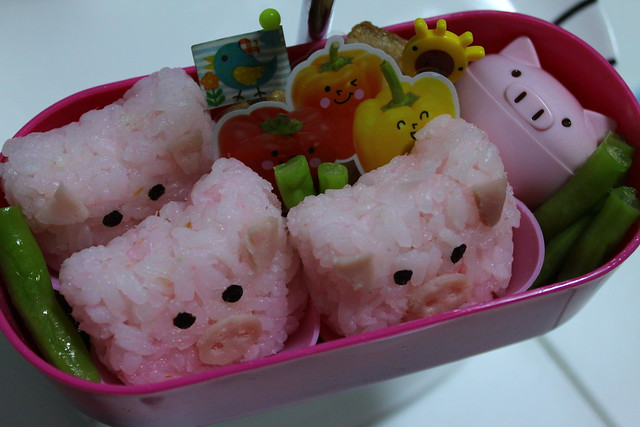 Mama Pig and her 3 Little Pigs Bento