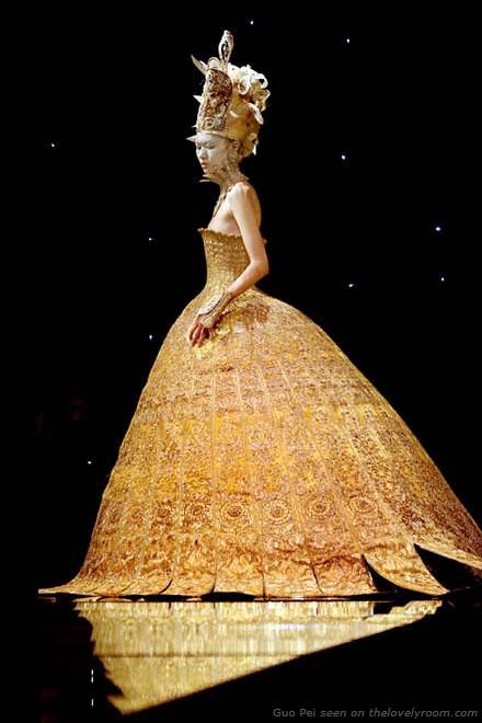 gold_dress_guo_pei