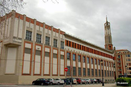 Fachada del colegio de los Escolapios a la calle Arrieta, obra del arquitecto pamplonés Víctor Eúsa.