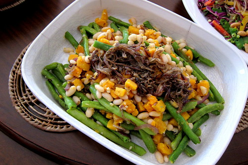 Mediterranean green bean and caramelized onion salad