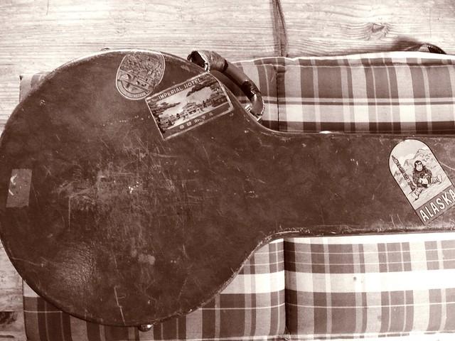 1925-banjo-case