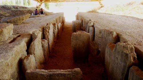Dolmen de Alberite (vista desde la cámara funeraria)