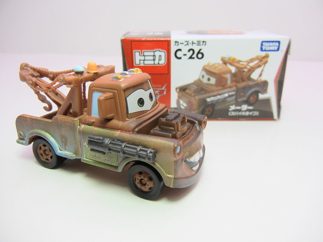 disney cars 2 tomica c-26 spy mater (3)
