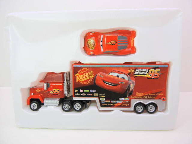 disney cars tomica mack & lightning mcqueen exclusive (6)