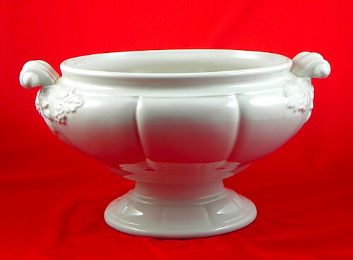 red soup tureen