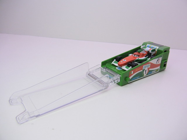 disney cars 2 tomica francesco bernoulli launcher (2)