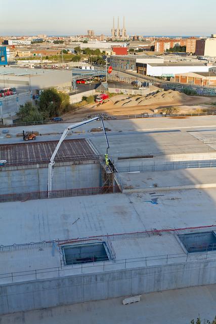 Triangle ferroviari - Hormigonando muro en los viales - 16-09-11
