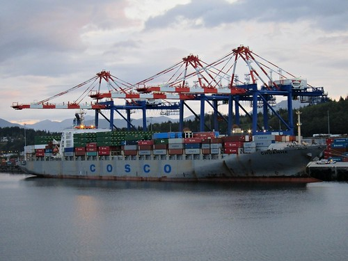 Chuane on the container berth