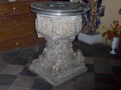 Renesansowa chrzcielnica w kościele we Wleniu by Polek