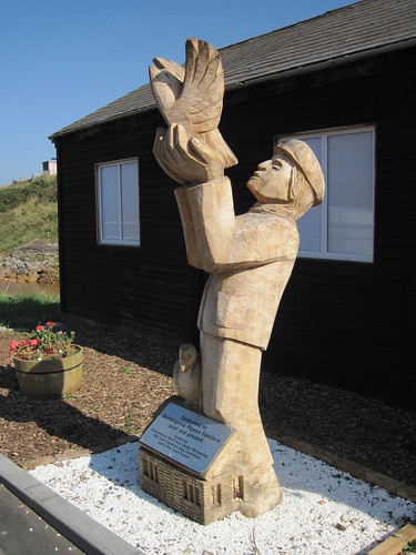 Skinningrove Homing Pigeon Sculpture