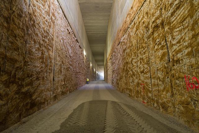 Vista del corredor del AVE - La pendinte descendente va desde los 10 metros de la entrada hasta los 20 del punto más bajo - 15-09-11