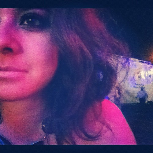 Lo unico que traía waterproof era mi eyeliner... Todo lo demás se fué derritiendo! @milanstyleson me había hecho unos rizos padrísimos y no awantaron ni 2 canciones... Too hot!!!!! Mucho calorssss by Erika Tamaura