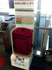 Some @TomBihn love in Japan! The Aeronaut is amazing. Fits perfectly into JAL carry-on sizers! Can fit so much in here!