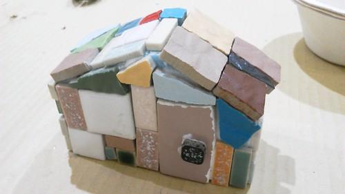 モザイクタイルの家の表