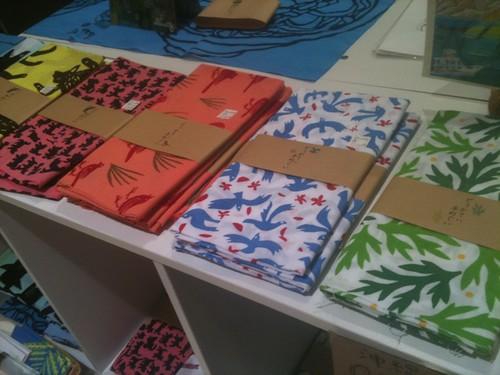沖縄、人気商品は、どぅかてい手ぬぐい 1000~1300円
