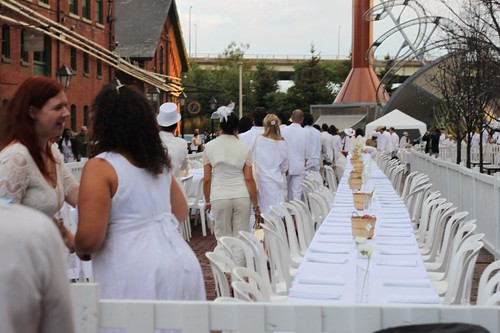 Streaming Into Diner en Blanc