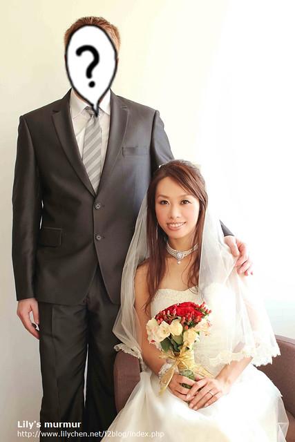 文末加碼一張婚紗照,雖然我覺得這張我的臉很圓...不過可以看到尼的訂製西裝全貌。