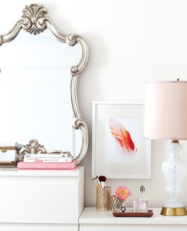 pink feather print