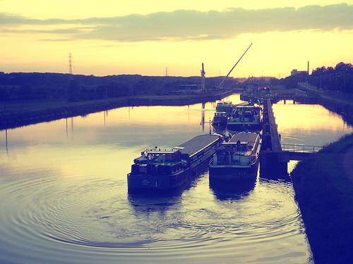 (258/365) Canal du centre by albertopveiga