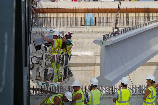 Trabajos previos para poder colocar la primera viga - 24-08-11