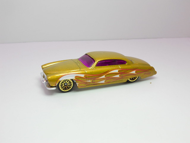 hot wheels fish'd & chip'd gold (2)