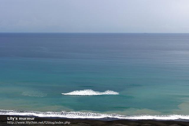 不知到是不是地型的關係,還不到岸邊已經就有碎浪出現,碎浪的形狀還不是每次都一樣。