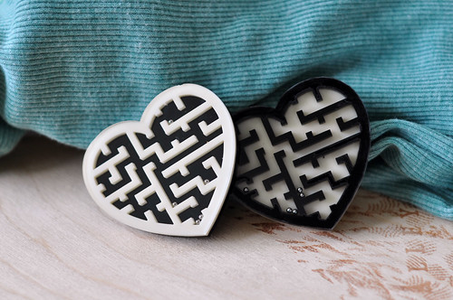 Amuse Yourself Brooches - Heart