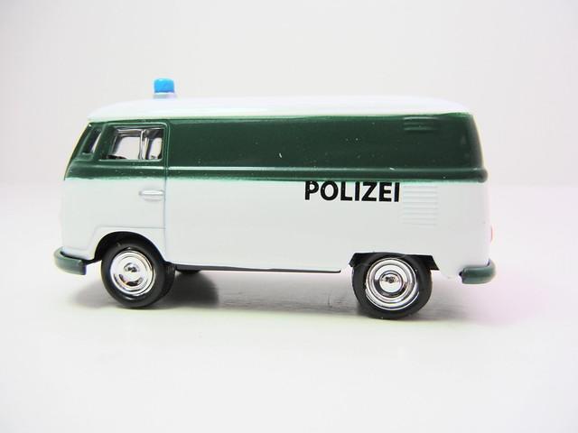 johnny lightning 1965 vw police transporter (2)