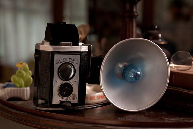 Vintage Kodak Brownie Reflex iPhone Dock (5/6)